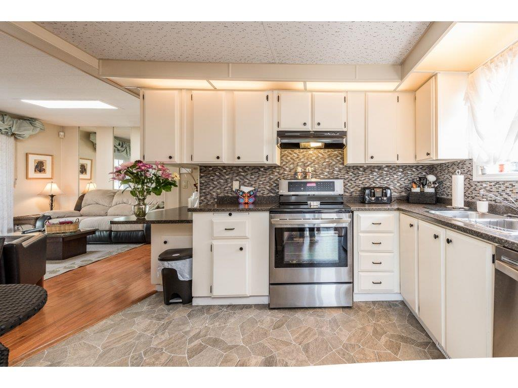 Photo 11: 335 1840 160TH STREET in Surrey: King George Corridor Manufactured Home for sale (South Surrey White Rock)  : MLS(r) # R2167828
