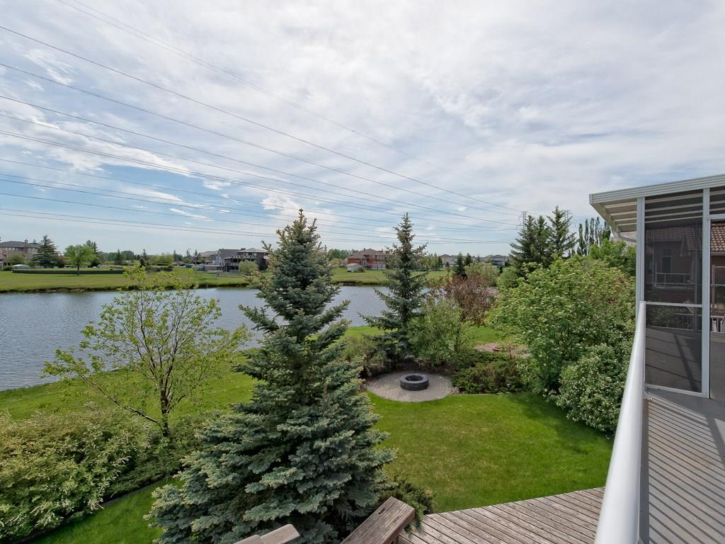 Photo 3: 167 LAKESIDE GREENS Court: Chestermere House for sale : MLS® # C4120469
