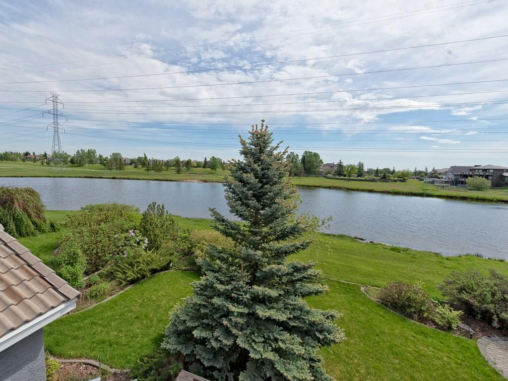 Photo 2: 167 LAKESIDE GREENS Court: Chestermere House for sale : MLS® # C4120469