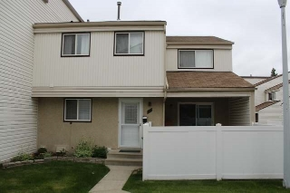 Main Photo: 25 WOODVALE Village in Edmonton: Zone 29 Townhouse for sale : MLS(r) # E4068703