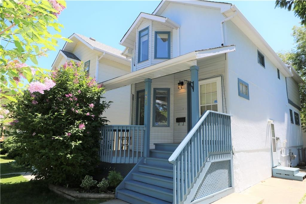 Main Photo: 425 22 Avenue NW in Calgary: Mount Pleasant House for sale : MLS® # C4122704