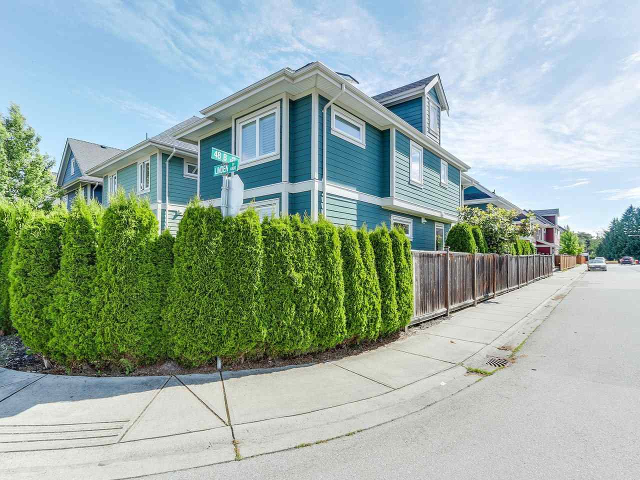 "Photo 2: 4870 LINDEN Drive in Delta: Hawthorne House for sale in ""LINDEN MEWS"" (Ladner)  : MLS(r) # R2178579"