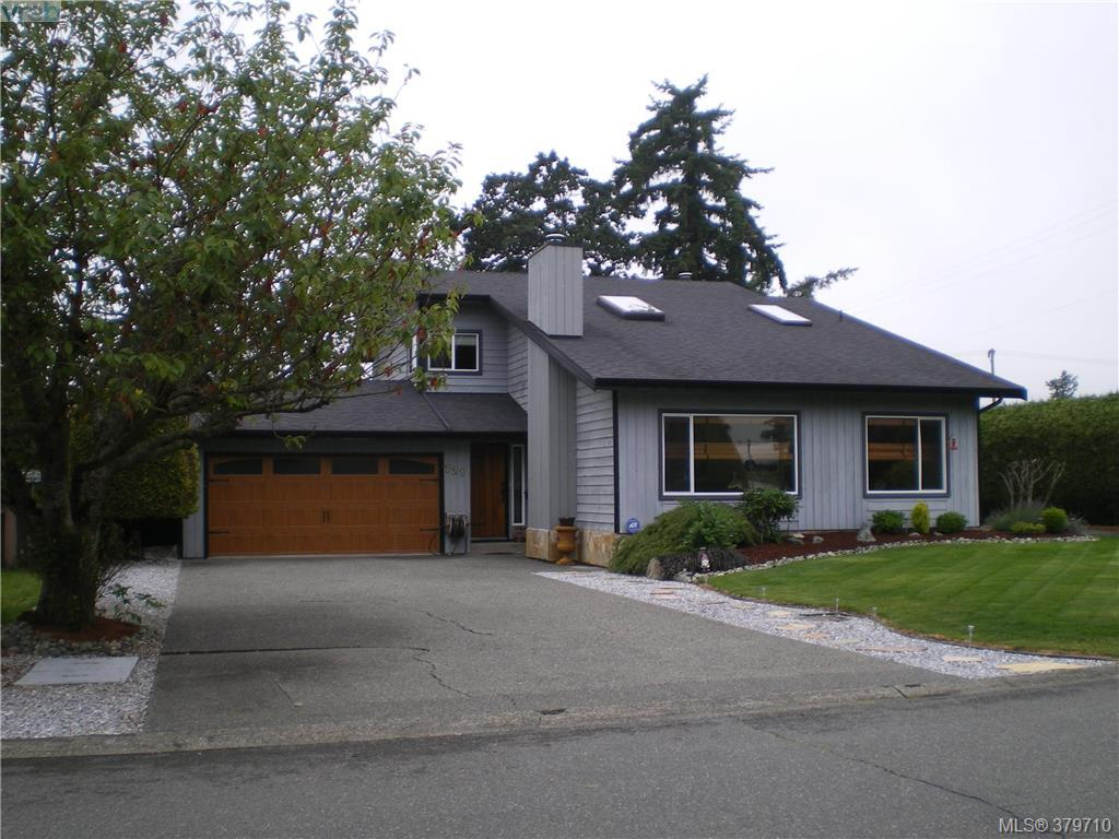 Main Photo: 721 E Viaduct Avenue in VICTORIA: SW Royal Oak Single Family Detached for sale (Saanich West)  : MLS(r) # 379710
