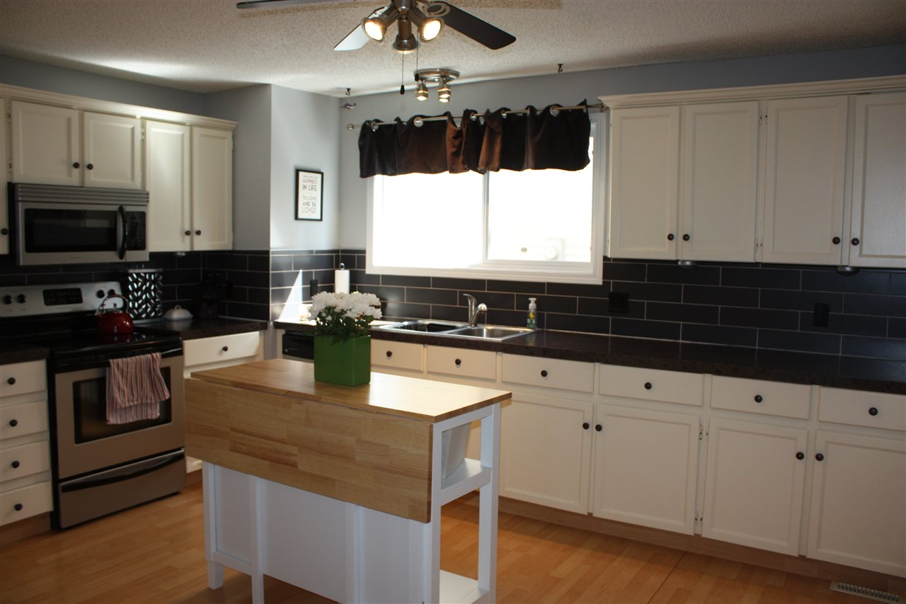 Large country sized kitchen for that person who loves to cook