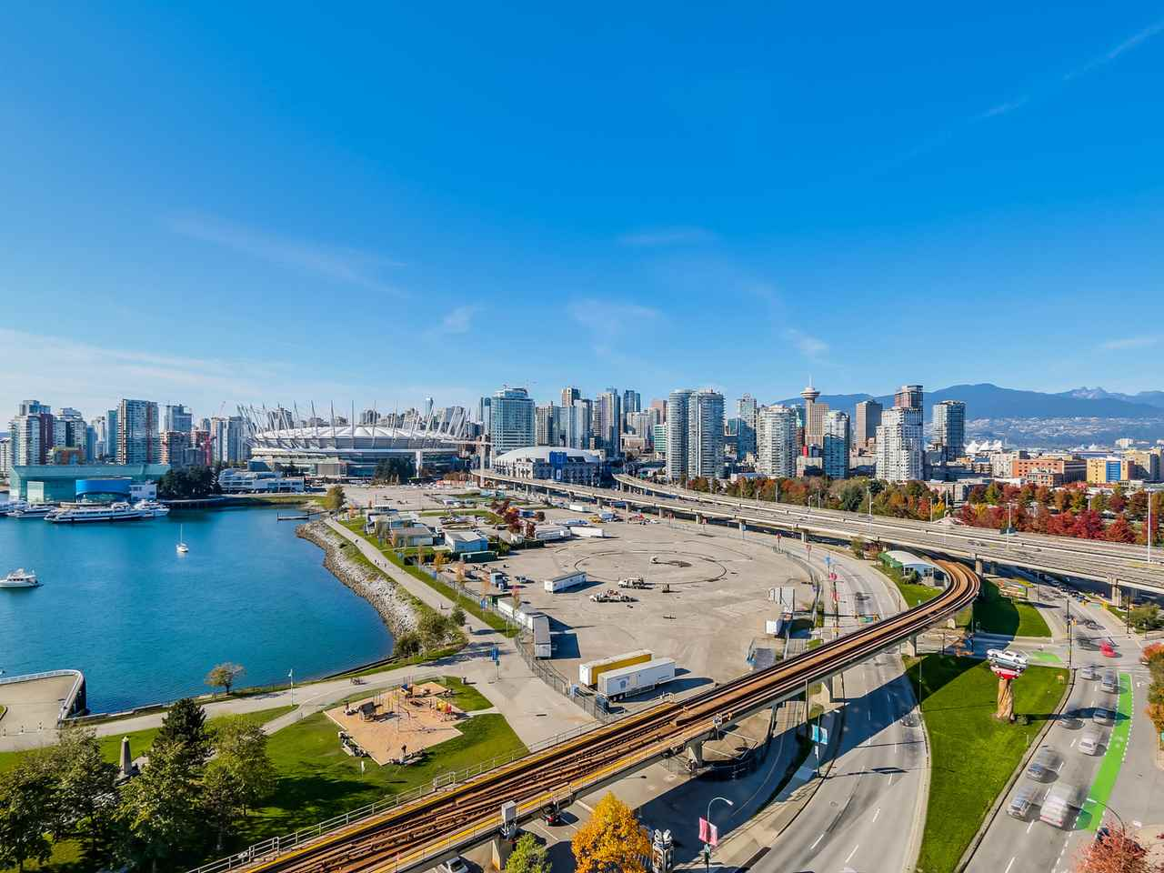 "Photo 17: 1406 1088 QUEBEC Street in Vancouver: Mount Pleasant VE Condo for sale in ""VICEROY"" (Vancouver East)  : MLS® # R2195514"