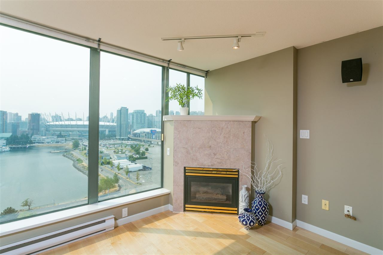 "Photo 10: 1406 1088 QUEBEC Street in Vancouver: Mount Pleasant VE Condo for sale in ""VICEROY"" (Vancouver East)  : MLS® # R2195514"