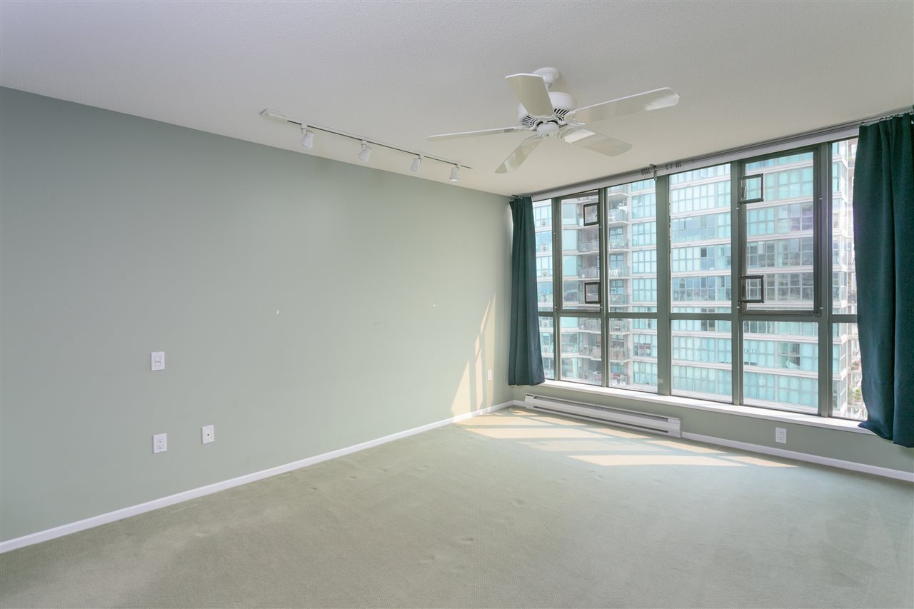 "Photo 13: 1406 1088 QUEBEC Street in Vancouver: Mount Pleasant VE Condo for sale in ""VICEROY"" (Vancouver East)  : MLS® # R2195514"