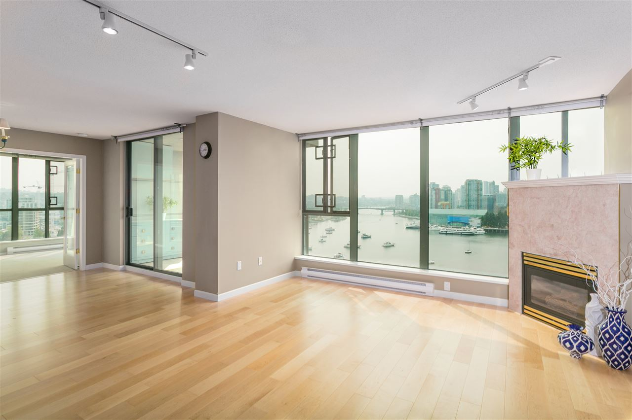 "Photo 9: 1406 1088 QUEBEC Street in Vancouver: Mount Pleasant VE Condo for sale in ""VICEROY"" (Vancouver East)  : MLS® # R2195514"
