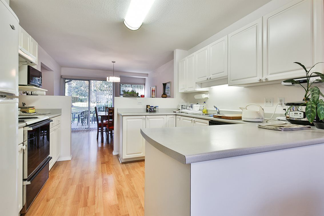 "Photo 4: Photos: 158 16080 82 Avenue in Surrey: Fleetwood Tynehead Townhouse for sale in ""Ponderosa"" : MLS® # R2220080"
