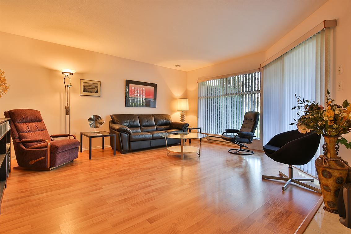 "Photo 6: Photos: 158 16080 82 Avenue in Surrey: Fleetwood Tynehead Townhouse for sale in ""Ponderosa"" : MLS® # R2220080"