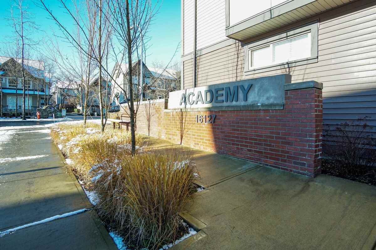 "Main Photo: 42 16127 87 Avenue in Surrey: Fleetwood Tynehead Townhouse for sale in ""Academy"" : MLS® # R2229104"