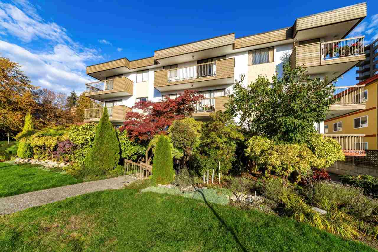 "Main Photo: 202 1650 CHESTERFIELD Avenue in North Vancouver: Central Lonsdale Condo for sale in ""MOUNTAIN VIEW APARTMENTS"" : MLS®# R2314278"