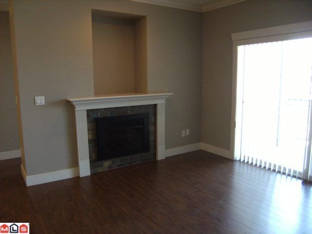 "Photo 2: 308 15368 17A Avenue in Surrey: King George Corridor Condo for sale in ""Ocean Wynde"" (South Surrey White Rock)  : MLS(r) # F1120769"