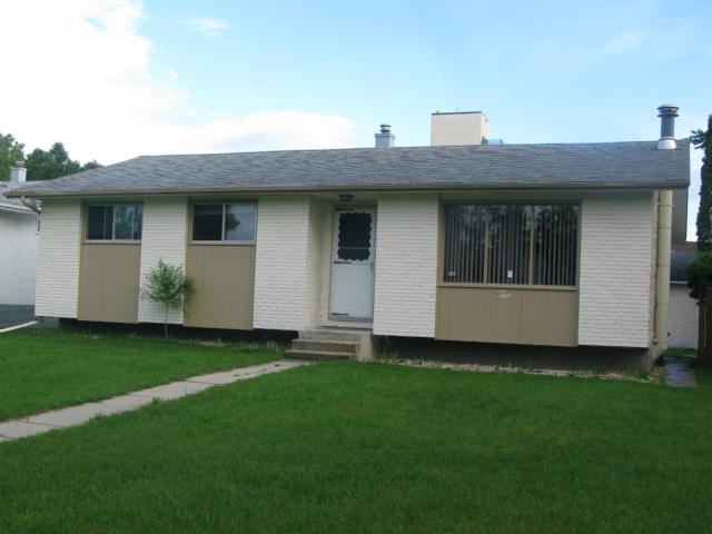 Photo 1: Photos: 10 Mandan Road in WINNIPEG: Maples / Tyndall Park Residential for sale (North West Winnipeg)  : MLS®# 1213235