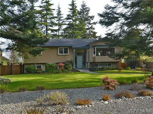 Main Photo: 1909 LEYNS Road in VICTORIA: SE Gordon Head Single Family Detached for sale (Saanich East)  : MLS® # 349212