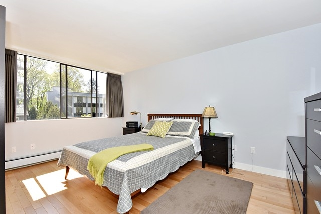"Photo 8: 402 1616 W 13TH Avenue in Vancouver: Fairview VW Condo for sale in ""GRANVILLE GARDENS"" (Vancouver West)  : MLS® # R2058683"