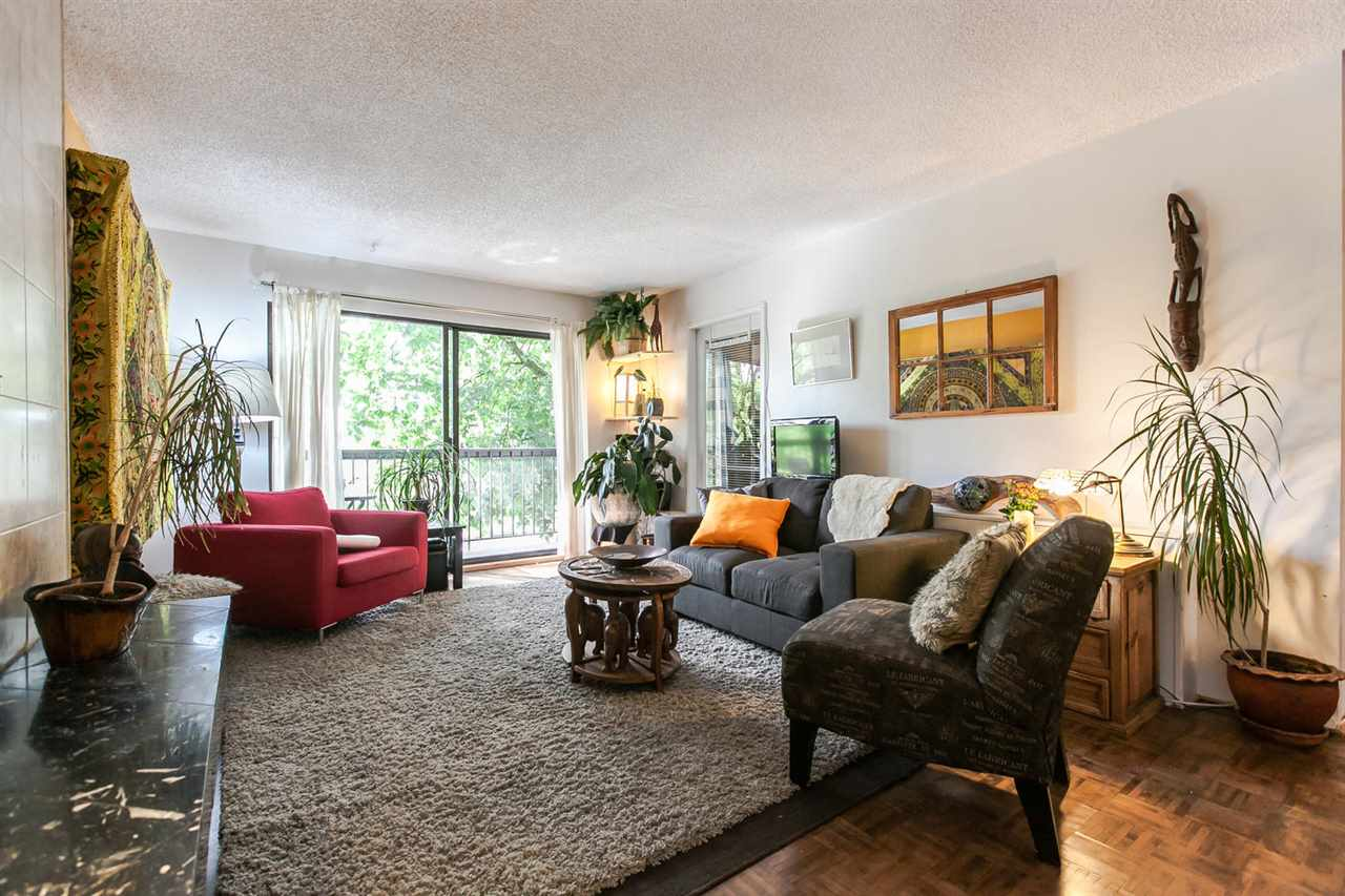 "Main Photo: 202 1515 E 5TH Avenue in Vancouver: Grandview VE Condo for sale in ""WOODLAND PLACE"" (Vancouver East)  : MLS®# R2065383"