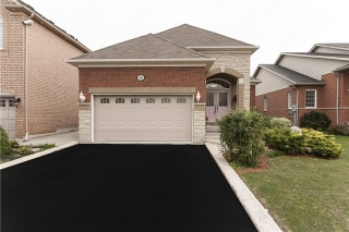 Main Photo: 46 Cobblestone Court in Brampton: Sandringham-Wellington House (Bungalow) for sale : MLS®# W3627421