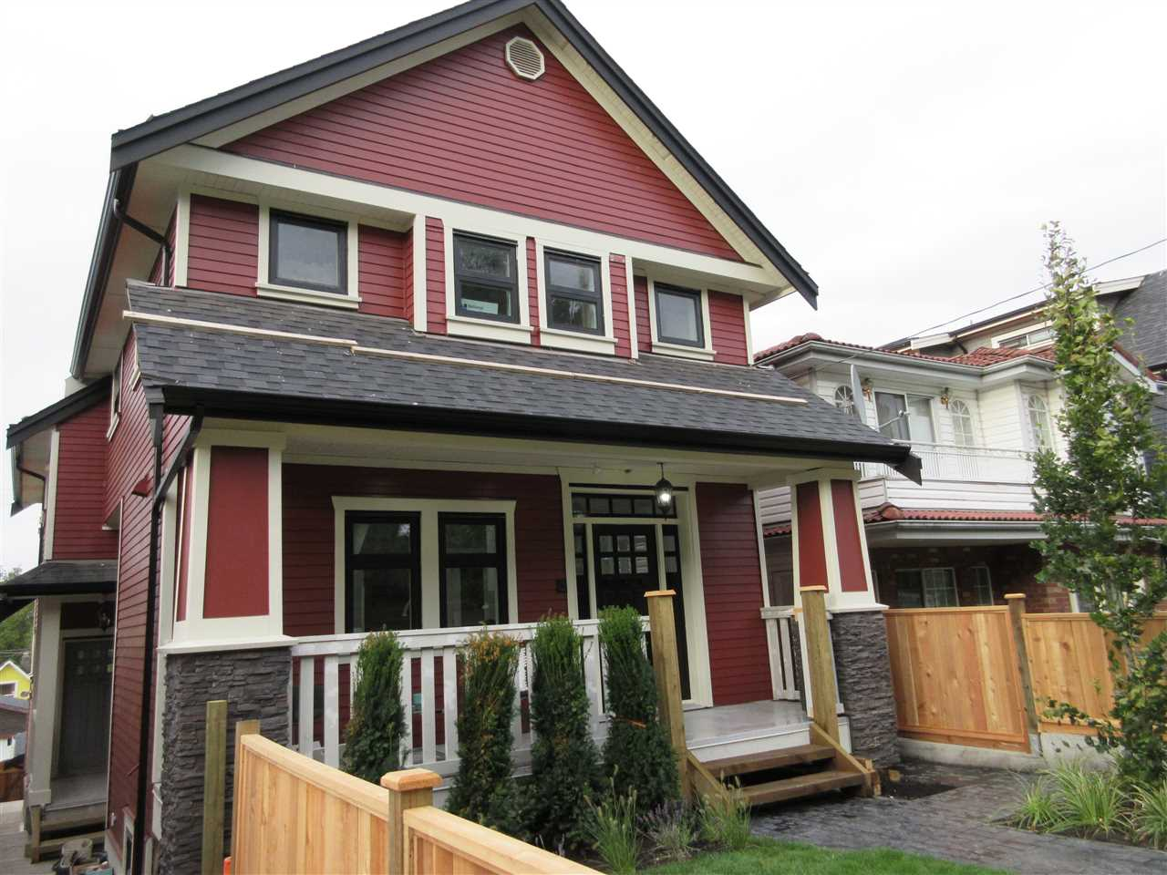 Main Photo: 1645 E 14TH Avenue in Vancouver: Grandview VE House 1/2 Duplex for sale (Vancouver East)  : MLS® # R2126747