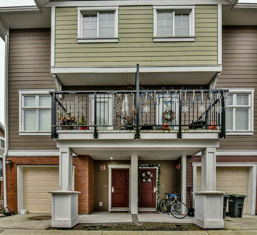 "Main Photo: 3 1135 EWEN Avenue in New Westminster: Queensborough Townhouse for sale in ""ENGLISH MEWS"" : MLS® # R2133366"