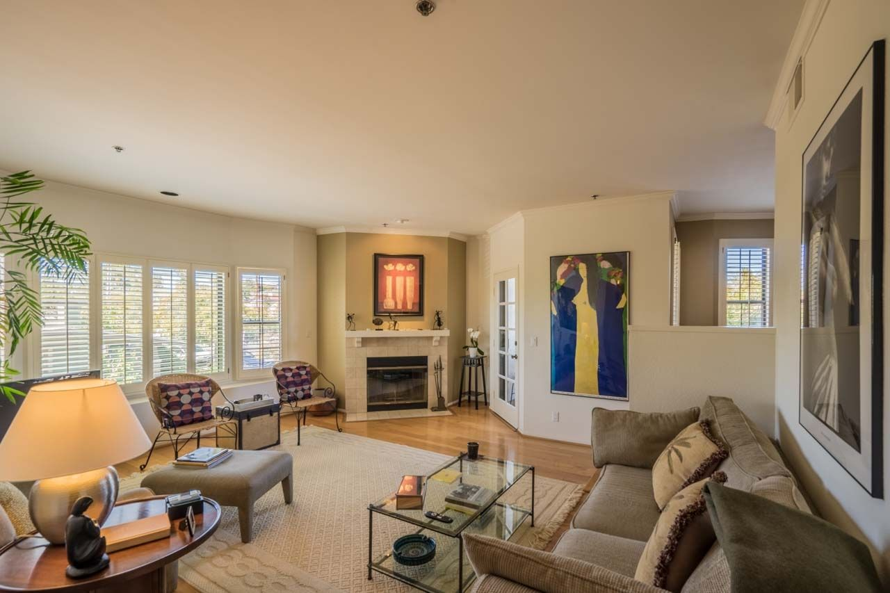Main Photo: MISSION HILLS Condo for sale : 2 bedrooms : 909 Sutter St #201 in San Diego