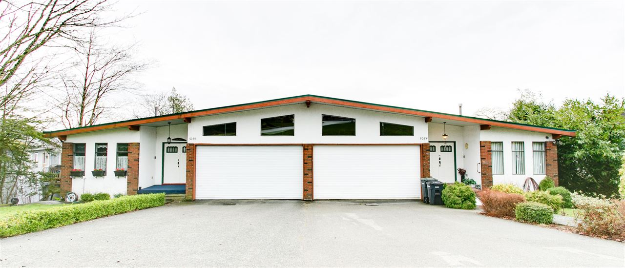 2 double attached garage per side.  Total of 4 garage parking plus 4 more outdoor parking