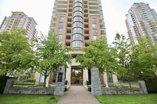 "Main Photo: 707 6833 STATION HILL Drive in Burnaby: South Slope Condo for sale in ""VILLA JARDIN"" (Burnaby South)  : MLS(r) # R2168502"