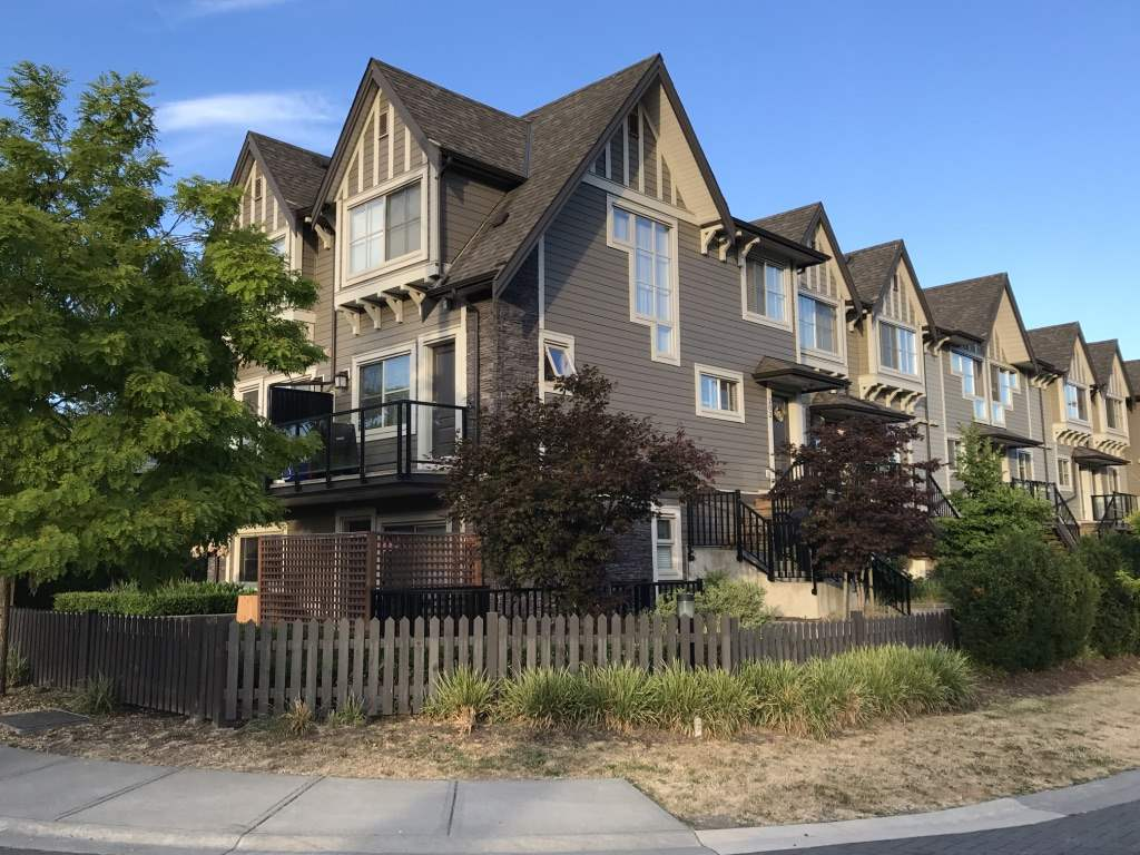 "Main Photo: 207 7159 STRIDE Avenue in Burnaby: Edmonds BE Townhouse for sale in ""SAGE"" (Burnaby East)  : MLS(r) # R2187855"