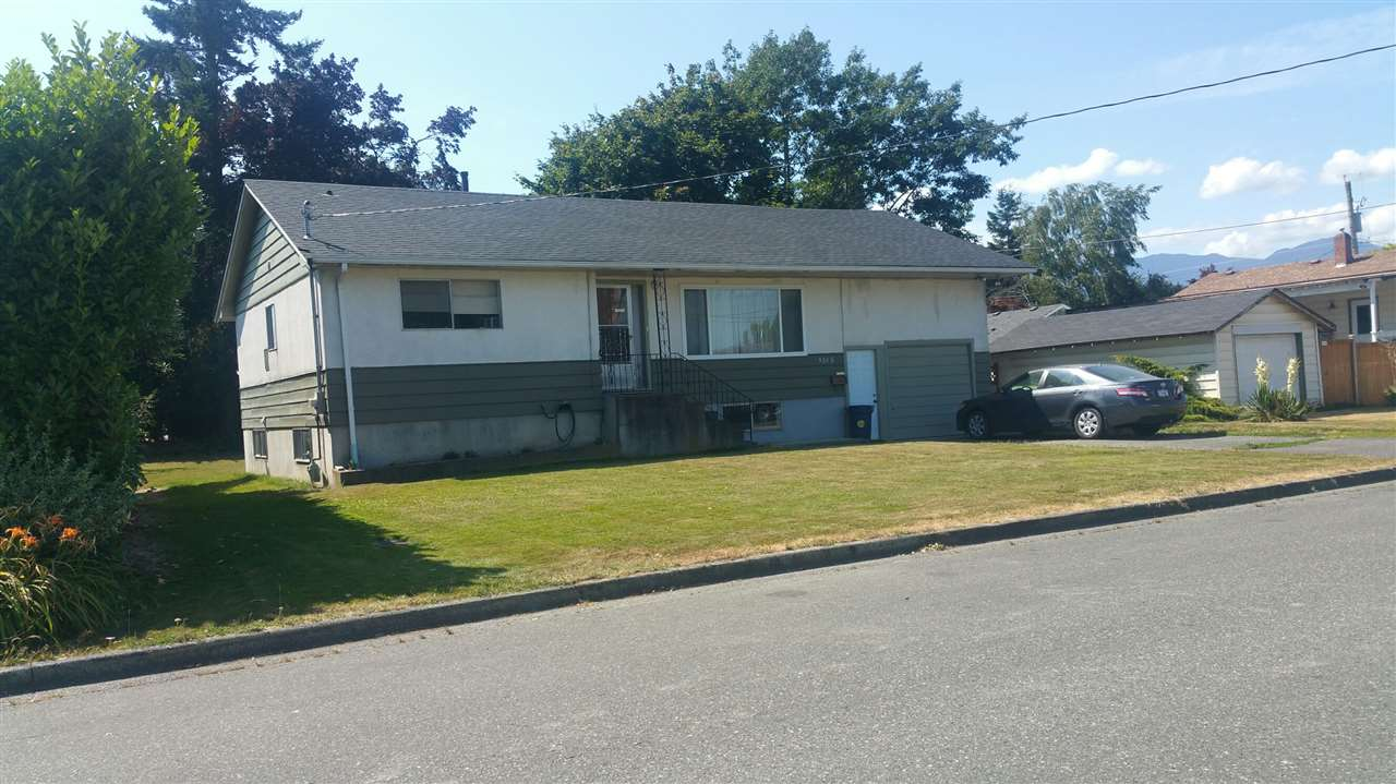 Main Photo: 8585 HOWARD Crescent in Chilliwack: Chilliwack E Young-Yale House for sale : MLS® # R2188129