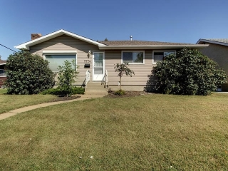 Main Photo: 5724 90 Avenue in Edmonton: Zone 18 House for sale : MLS® # E4080972