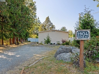 Main Photo: 1904 S Maple Avenue in SOOKE: Sk Broomhill Single Family Detached for sale (Sooke)  : MLS® # 383094