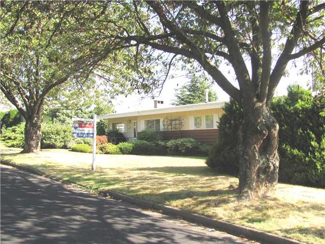 "Photo 3: 2302 HARRISON Drive in Vancouver: Fraserview VE House for sale in ""FRASERVIEW"" (Vancouver East)  : MLS(r) # V910182"