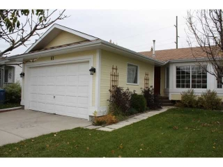 Main Photo: 61 SHAWINIGAN Way SW in CALGARY: Shawnessy Residential Detached Single Family for sale (Calgary)  : MLS(r) # C3500368