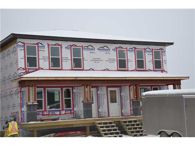 "Main Photo: 9219 102 Avenue in Fort St. John: Fort St. John - City NE House 1/2 Duplex for sale in ""S"" (Fort St. John (Zone 60))  : MLS(r) # N232084"