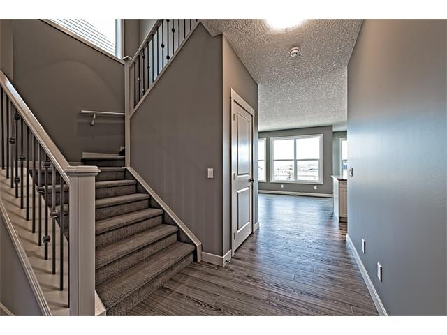 Photo 3: 139 NOLANCREST Heights NW in Calgary: Nolan Hill House  : MLS(r) # C4041790