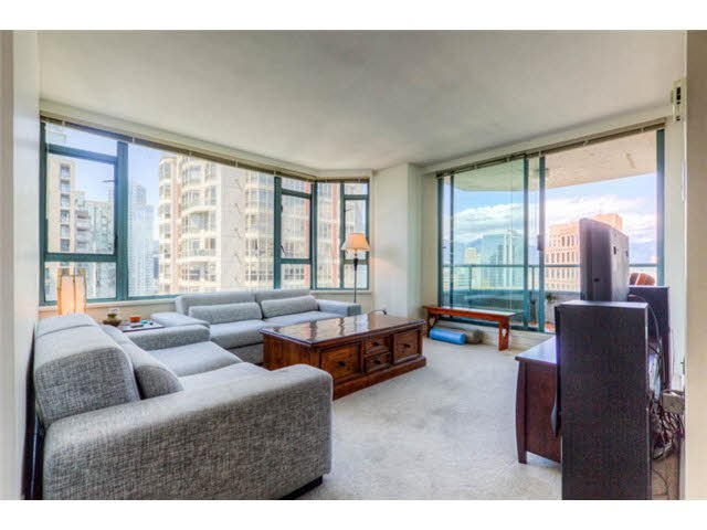"Main Photo: 2204 888 HAMILTON Street in Vancouver: Yaletown Condo for sale in ""Rosedale Garden Residences"" (Vancouver West)  : MLS® # R2095328"