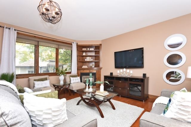 Photo 2: 87 Elgin Street in Clarington: Bowmanville House (1 1/2 Storey) for sale : MLS(r) # E3638834