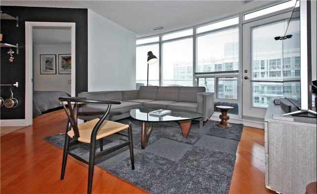 Main Photo: 1009 550 W Queens Quay in Toronto: Waterfront Communities C1 Condo for lease (Toronto C01)  : MLS(r) # C3709087