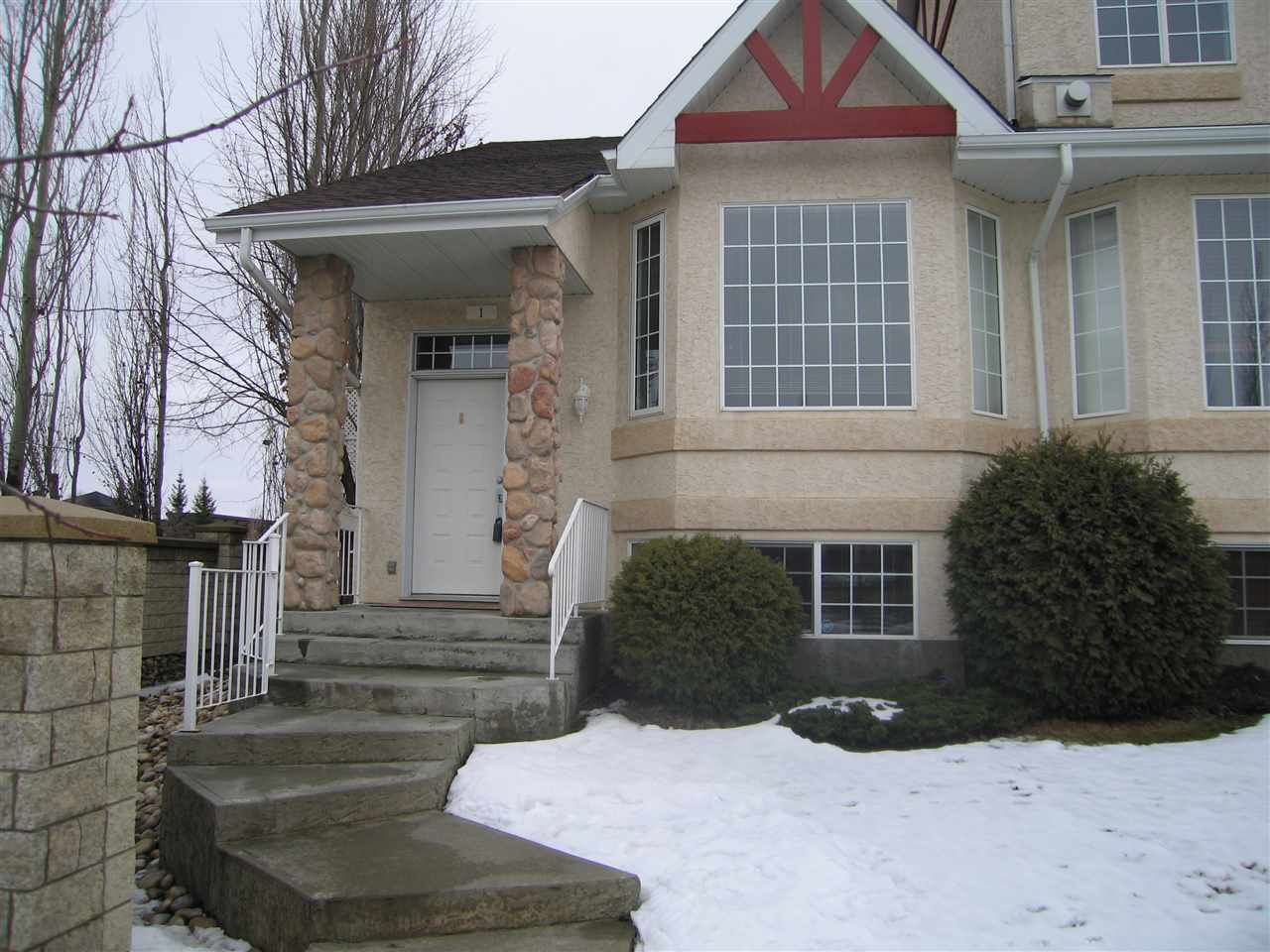 Main Photo:  in Edmonton: Zone 14 Townhouse for sale : MLS(r) # E4051681