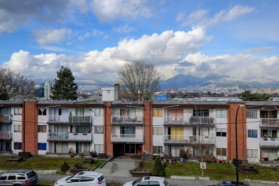 "Photo 15: 302 444 E 6TH Avenue in Vancouver: Mount Pleasant VE Condo for sale in ""Terrace Heights"" (Vancouver East)  : MLS® # R2144460"