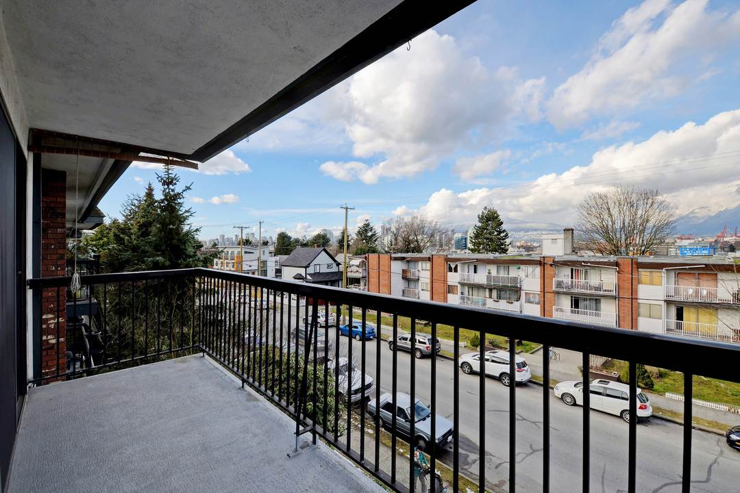 "Photo 14: 302 444 E 6TH Avenue in Vancouver: Mount Pleasant VE Condo for sale in ""Terrace Heights"" (Vancouver East)  : MLS® # R2144460"