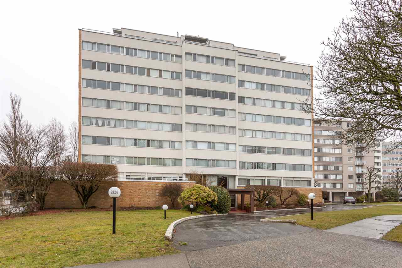 "Main Photo: 102 5926 TISDALL Street in Vancouver: Oakridge VW Condo for sale in ""Oakmount Plaza"" (Vancouver West)  : MLS(r) # R2146078"