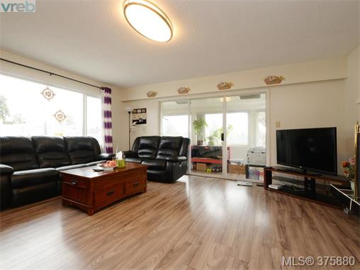 Photo 4: 1858 Cochrane Street in VICTORIA: SE Camosun Single Family Detached for sale (Saanich East)  : MLS(r) # 375880