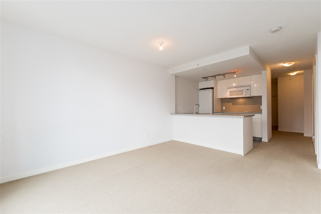 "Photo 4: 2601 233 ROBSON Street in Vancouver: Downtown VW Condo for sale in ""TV TOWER 2"" (Vancouver West)  : MLS® # R2156581"