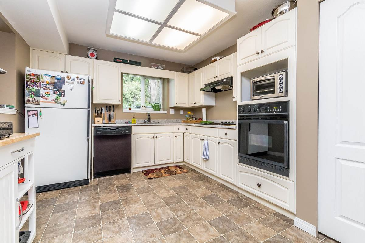 "Photo 15: 36365 SANDRINGHAM Drive in Abbotsford: Abbotsford East House for sale in ""Sumas Mountain"" : MLS(r) # R2159225"