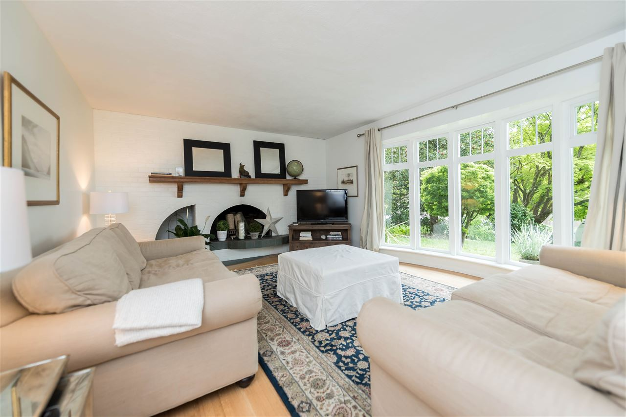 Photo 4: 5764 CRANLEY Drive in West Vancouver: Eagle Harbour House for sale : MLS(r) # R2163902