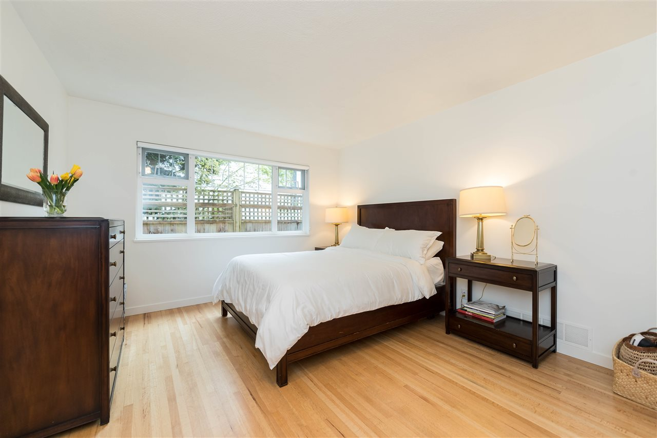 Photo 13: 5764 CRANLEY Drive in West Vancouver: Eagle Harbour House for sale : MLS(r) # R2163902