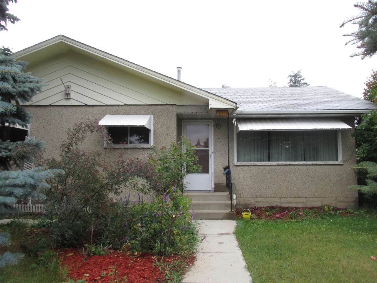 Main Photo: 10311 56 Street in Edmonton: Zone 19 House for sale : MLS(r) # E4074767