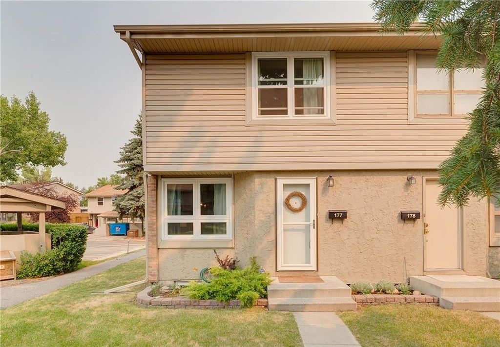 Main Photo: 177 123 QUEENSLAND Drive SE in Calgary: Queensland House for sale : MLS(r) # C4129776