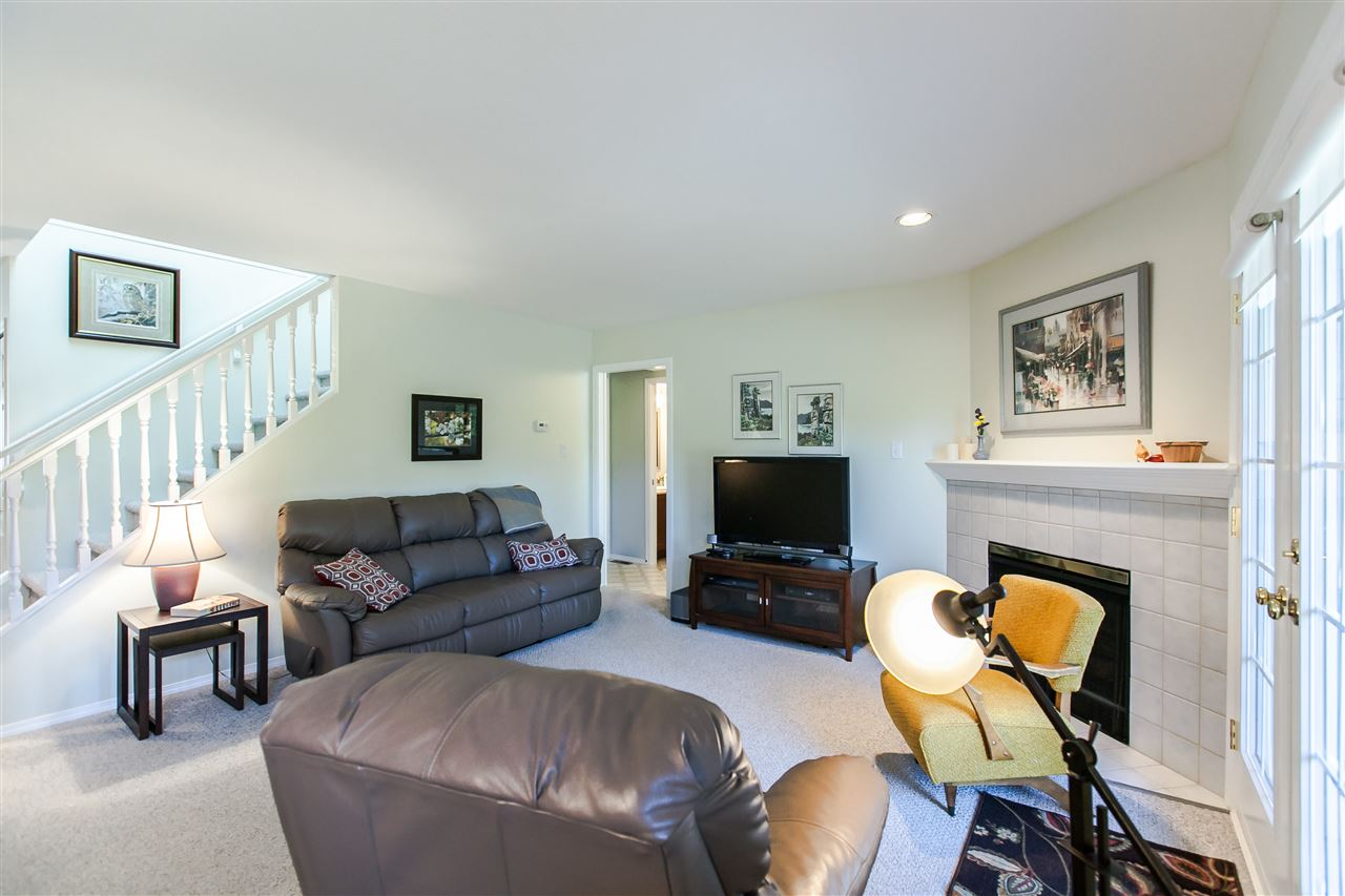 "Photo 9: 108 6109 W BOUNDARY Drive in Surrey: Panorama Ridge Townhouse for sale in ""Lakewood Gardens"" : MLS® # R2197585"
